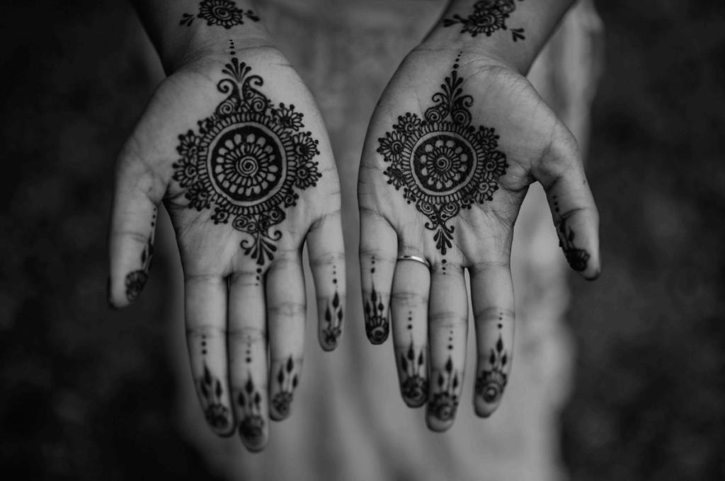 Mehndi Diya Photo : Arun and diya black white marry me in france